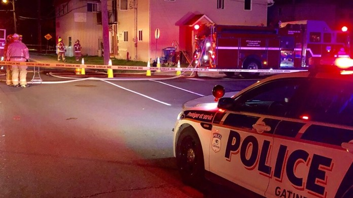 The emergency services of the City of Gatineau are on the scene of a fire in a residence in the Buckingham sector.
