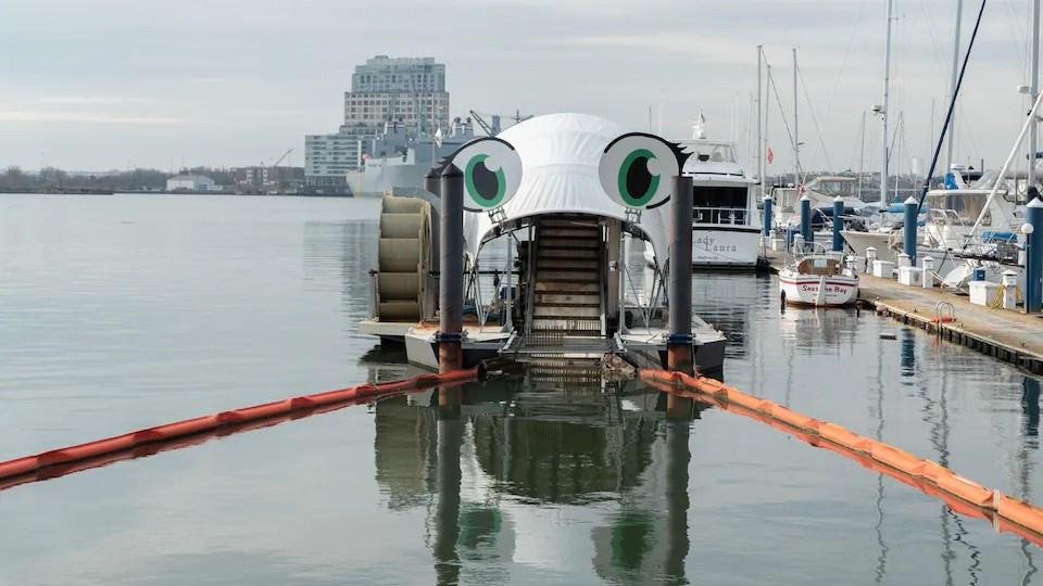 Professor Trash Wheel, une autre machine installée dans le port de Baltimore.