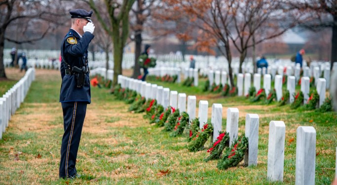 2 million volunteers laid wreaths over the weekend for Wreaths Across America | Connecting Vets