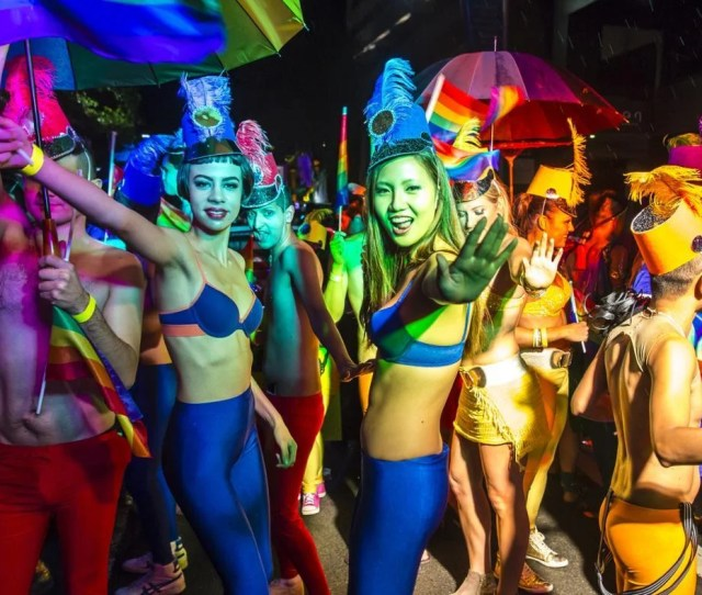 What Are Some Costume Ideas For A Mardi Gras Party