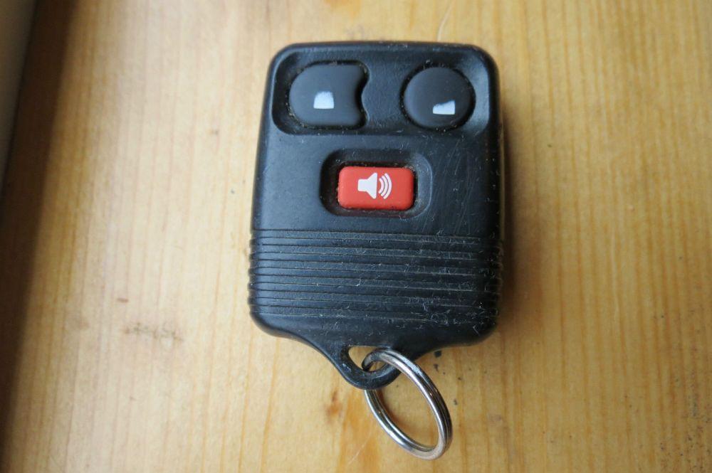 medium resolution of 98 02 ford windstar explorer remote start key lock entry oem 2l3t 15k601 aa for sale