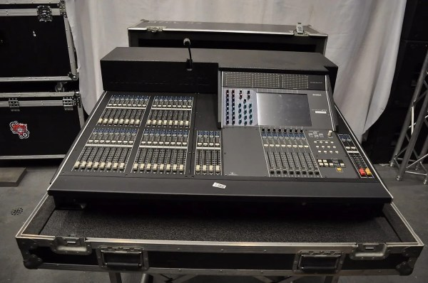 Yamaha M7cl-32 V3 32 Channel Mixer Reverb