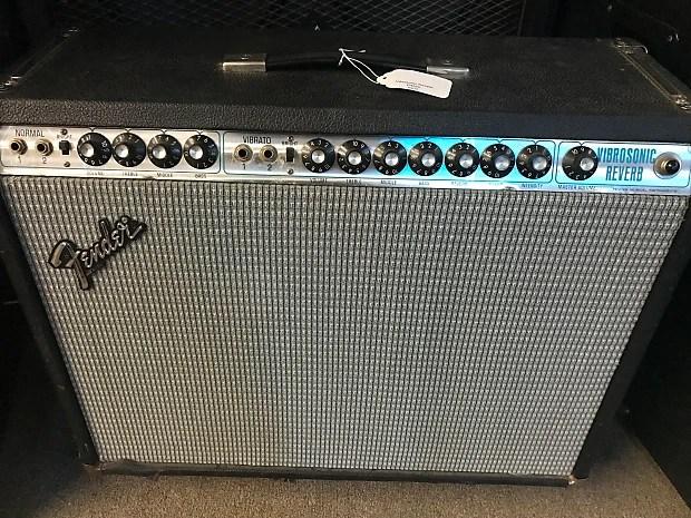 R Fender Vibrasonic Reverb Guitar Amplifier