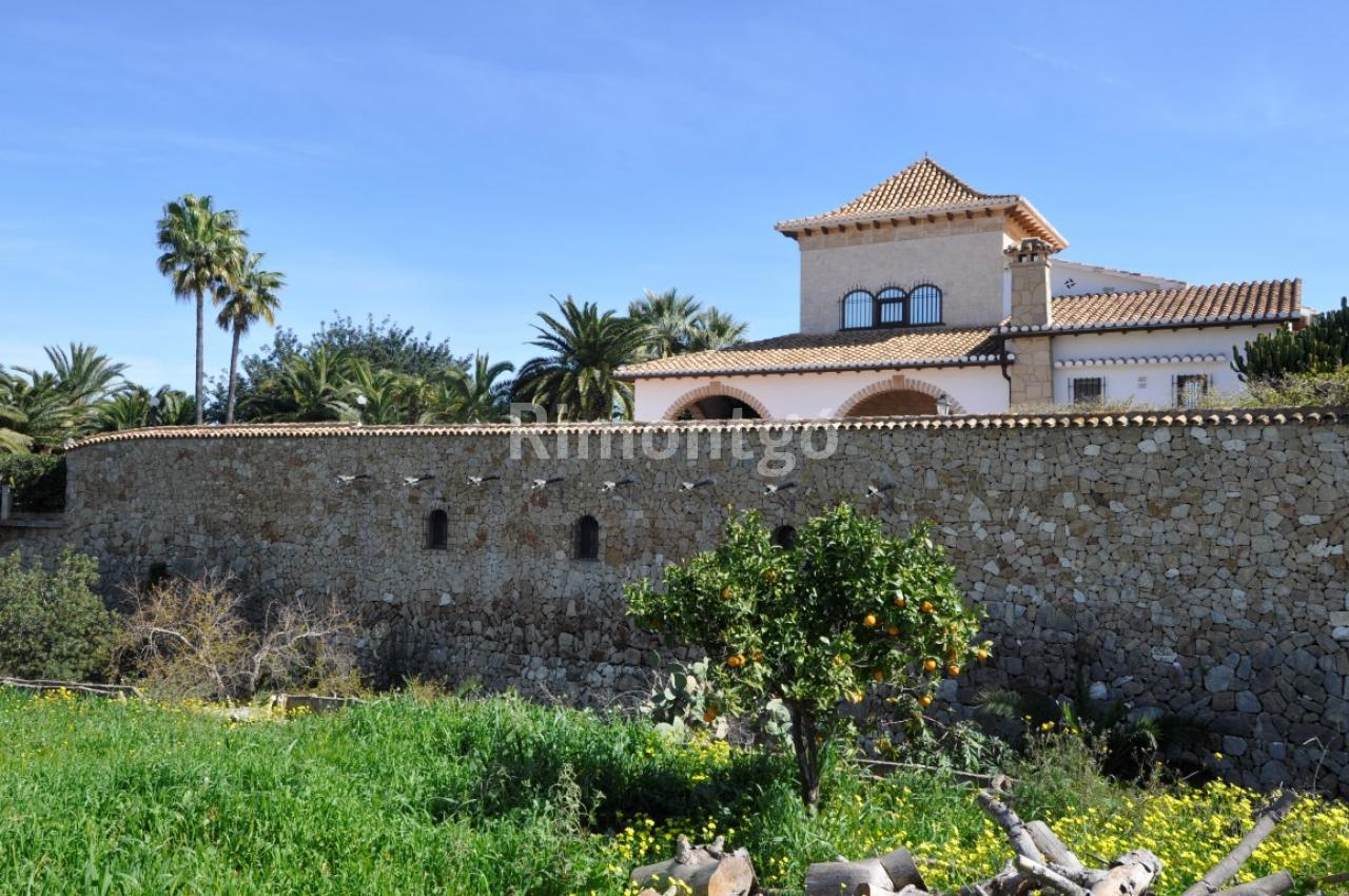 Unique Home With A Pool In A Magnificent Location In Denia