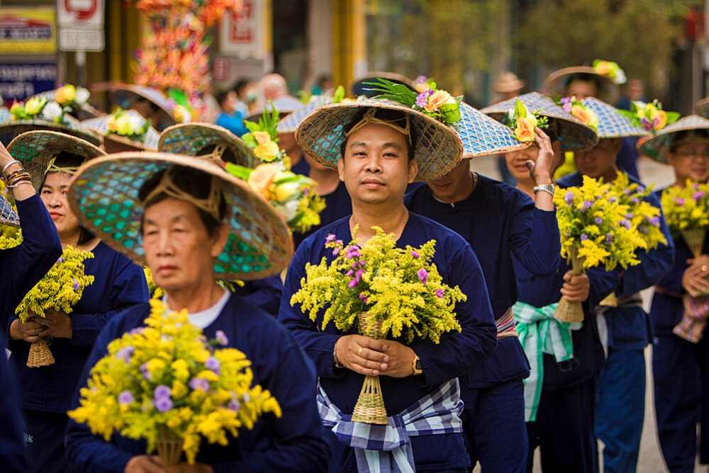 Traditional clothing in Chiang Mai flower festival parade