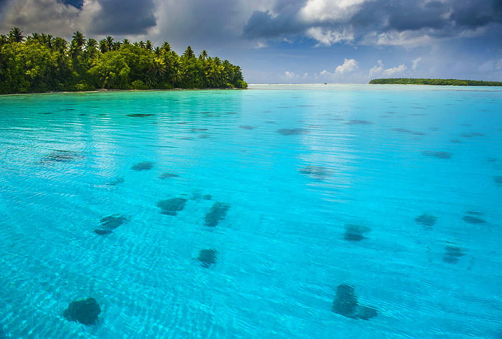 Turquoise water in the Ant Atoll