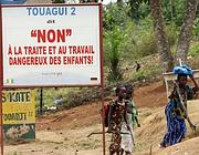 Un cartello contro il lavoro minorile in Costa d'Avorio