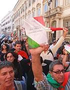 Gli indignati in piazza SS. Apostoli a Roma (foto Jpeg)