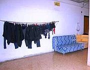 Bucato steso nei corridoi dell'ex scuola (Russo)