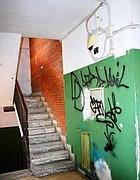Le scale dell'ex istituto tecnico in via Sorel