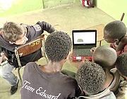 Un docente «Isf» con i suoi allievi etiopi