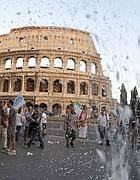 La neve artificiale al Colosseo nel flash mob di Cinecittà (Jpeg)