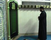 L'imam della Magliana in preghiera (Russo)