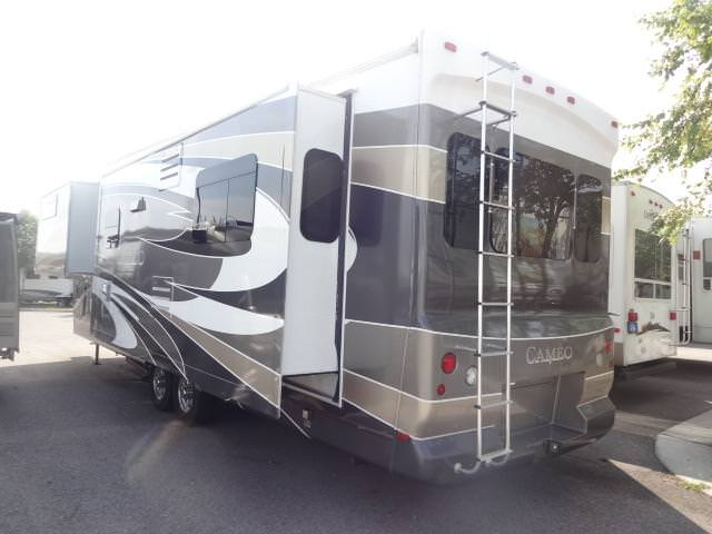 Used2009 Carriage Cameo Fifth Wheel For Sale