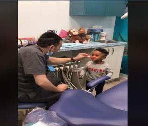 ડૉક્ટરે સારવાર દરમિયાન બાળકને દેખાડ્યા અજીબો ગરીબ જાદૂ, વીડિયો વાયરલ