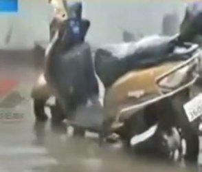 Video : વલસાડમાં વરસાદનું ઓપનિંગ, પણ પહેલા જ વરસાદમાં તંત્રનો ભાંડો ફૂટ્યો