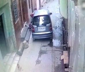 મહિલાએ ચાલતી કારમાંથી નવજાત બાળકીને ફેંકી, જુઓ viral video
