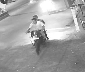 રાજકોટ: મોબાઇલની ચીલ ઝડપ, લૂંટારા CCTVમાં કેદ જુઓ video