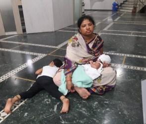 બે દિકરીઓ સાથે પોલીસે આખી રાત મહિલાને બેસાડી રાખી, જુઓ Viral Video