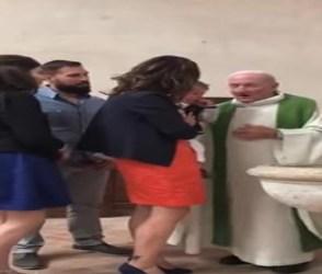 નામકરણ દરમિયાન બાળકને મારતો પાદરીનો video viral