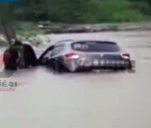 Video, જુનાગઢ-વેરાવળ હાઈવે પર પૂરના ધસમસતા પાણીમાં તણાવવા લાગી કાર