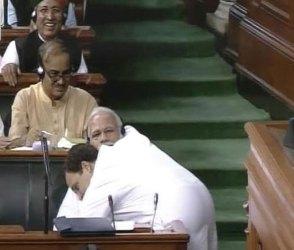 જુઓ Video: રાહુલ ગાંધીએ ઝપ્પી આપતા PM મોદીનું હતું આવું રિએકશન