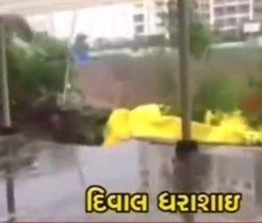 Video : પળભરમાં જ લોકોની નજર સામે જ સોસાયટીની દિવાલ ધરાશાયી