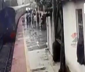 ટ્રેનથી લટકતા વ્યક્તિનો RPF જવાને દિલધડક રીતે બચાવ્યો જીવ, વીડિયો વાયરલ