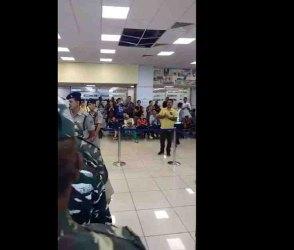 Video: જમ્મુ એરપોર્ટ પર સર્જાયેલ દ્રશ્ય જોઇ તમને તાળીઓનો ગડગડાટ કરવાનું થશે મન