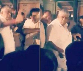 Video : કર્ણાટકના CMના ભાઈએ કર્યું પૂર પીડિતોનું હળહળતુ અપમાન