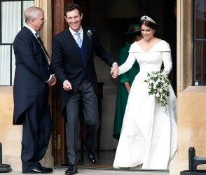 Photos: ક્વીન એલિઝાબેથની પૌત્રીનાં લગ્નમાં આ અંદાજમાં જોવા મળ્યા પ્રિંસ હૈરી અને મેગન માર્કેલ