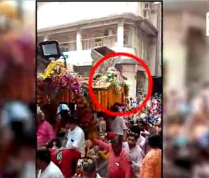 Video: સુરતમાં રથ પરથી યુવક નીચે પટકાયો, તેના Live દ્રશ્યો આવ્યા સામે