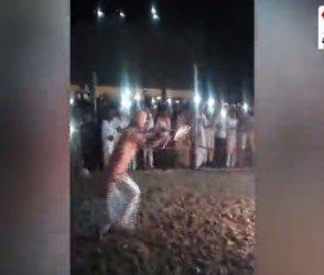 એક અનોખી આરતી જેને જોવા ભક્તોનું ઉમટે છે ઘોડાપુર જૂઓ, Video