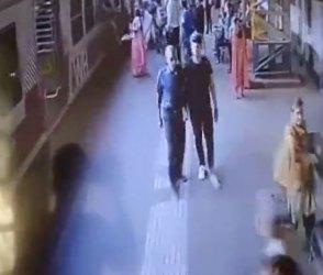 મુંબઈમાં ચાલુ ટ્રેને ઉતરવાનું 2 મહિલાઓને ભારે પડ્યું, જુઓ Video