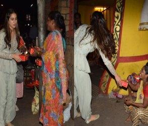 Pictures : 'કેદારનાથ'ની રિલીઝ બાદ સારાએ ગરીબોને મિઠાઇ આપી આશિર્વાદ મેળવ્યા