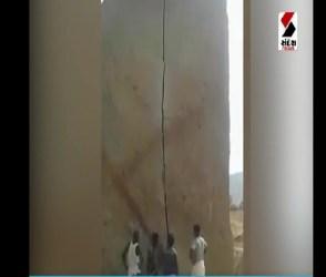 માત્ર હથોડી અને છીણી વડે એક ભારતીયએ તોડી પાડ્યો 40 ફુટ મોટો પથ્થર