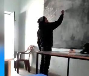 જોરદાર વાયરલ થઇ રહ્યો છે આ 'શિક્ષક ગુરુ'નો Video, કુમાર વિશ્વાસે પણ કરી પ્રશંસા