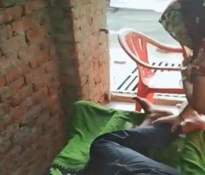 Video : પતિના પગ દબાવતા દબાવતા પત્નીએ કરી નાખી 'ગેમ'