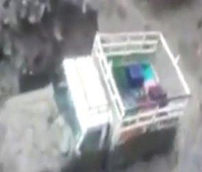 ભારે વરસાદ બાદ કુલુમાં જમીન ધસી પડી, રમકડાંની જેમ વહી ગઇ જીપ, જુઓ VIDEO