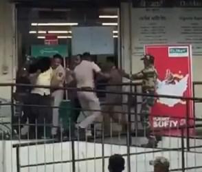 Video : મુંબઇ પોલીસે સુપરમાર્કેટમાં કરી મોક ડ્રિલ, પબ્લીક થઇ કન્ફ્યૂઝ