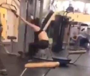 મહિલાએ કરી પેચોટી ખસાવી દે તેવી કસરત, આ વિડીયો જોઇને રહી જશો દંગ