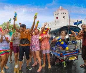 Photos: રંગોના તહેવાર હોળી જેવોજ વિદેશમાં પણ મનાવવામાં આવે છે ઉત્સવ