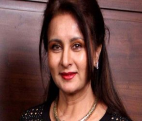 Photos: બોલીવુડની ખુબસુરત અભિનેત્રી પૂનમ ધિલ્લોનનો આજે જન્મદિવસ