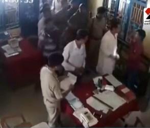 ત્રિપુરા કોંગ્રેસ અધ્યક્ષે પોલીસ સ્ટેશનમાં અધિકારીઓ સામે જ શખ્સને ઝીંક્યો લાફો, જુઓ Video