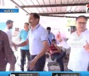 જ્યાં જ્યાં ગુજરાતીઓ ત્યાં જામે ગરબા, ચૂંટણીમાં ગરબે ઘુમ્યા મતદારો, Video