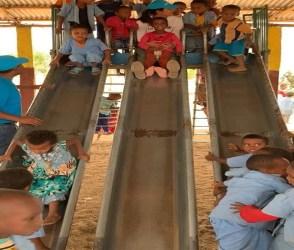 ઈથોપિયામાં નાના બાળક સાથે લપસણી ખાતી નજરે પડી પ્રિયંકા, જુઓ Video