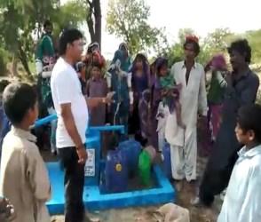 VIDEO: ભારતનાં શખ્સની દરિયાદિલી, તરસ્યા પાકિસ્તાનીઓ માટે લગાવ્યાં 62 હેડપંપ