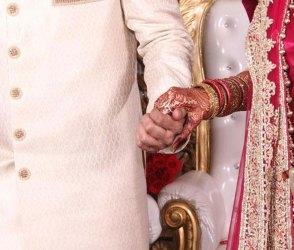 લગ્નની ખુશીમાં વરરાજા મંડપમાં કાઢવા લાગ્યો 'ગાંડા', Video જોઇ હસી-હસીને બેવડા વળી જશો