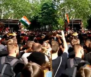 VIDEO: 'લોલીપોલ લાગેલૂ' ગીતના દિવાના થયા અંગ્રેજો, લગાવ્યાં જોરદાર ઠુમકા