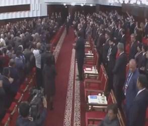 VIDEO: બધા દેશનાં વડા ઊભા પણ ઈમરાન ખાન બિંદાસ બેઠા, વિદેશમાં વાટ્યો ભાંગરો